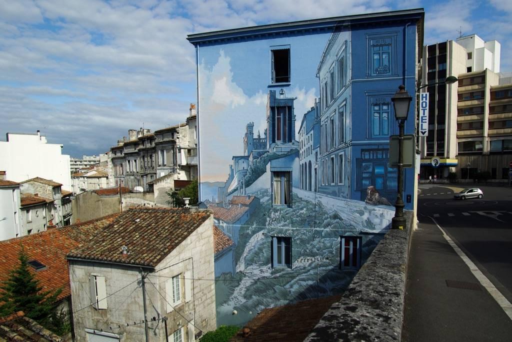 Trompe l'oeil la fille des remparts à Angoulème en France