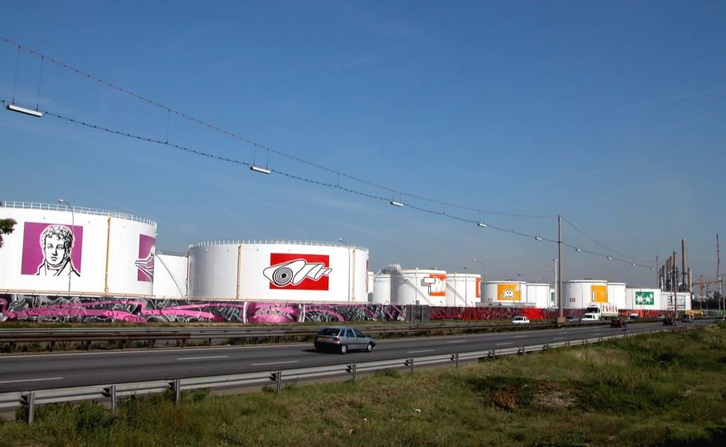 Fresque murale sur la raffinerie de Feyzin - Total Nice Looking à Lyon en France