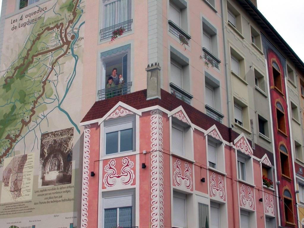 Fresque murale de la résidence de la Sarra à Lyon