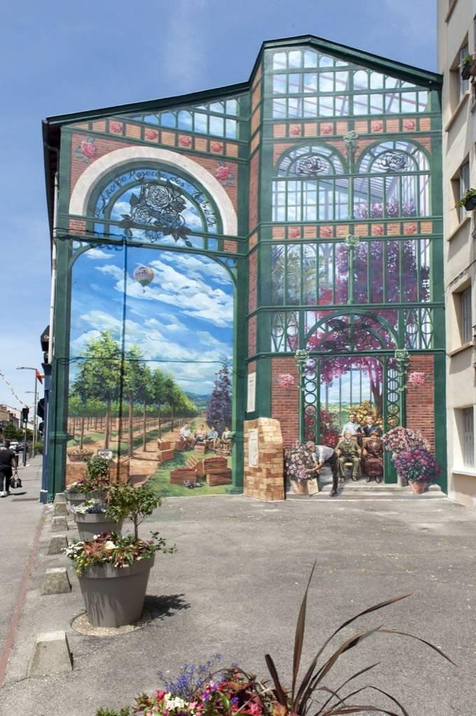 Fresque murale le Parcours des Roses dans la Métropole de Lyon Saint-Priest en France