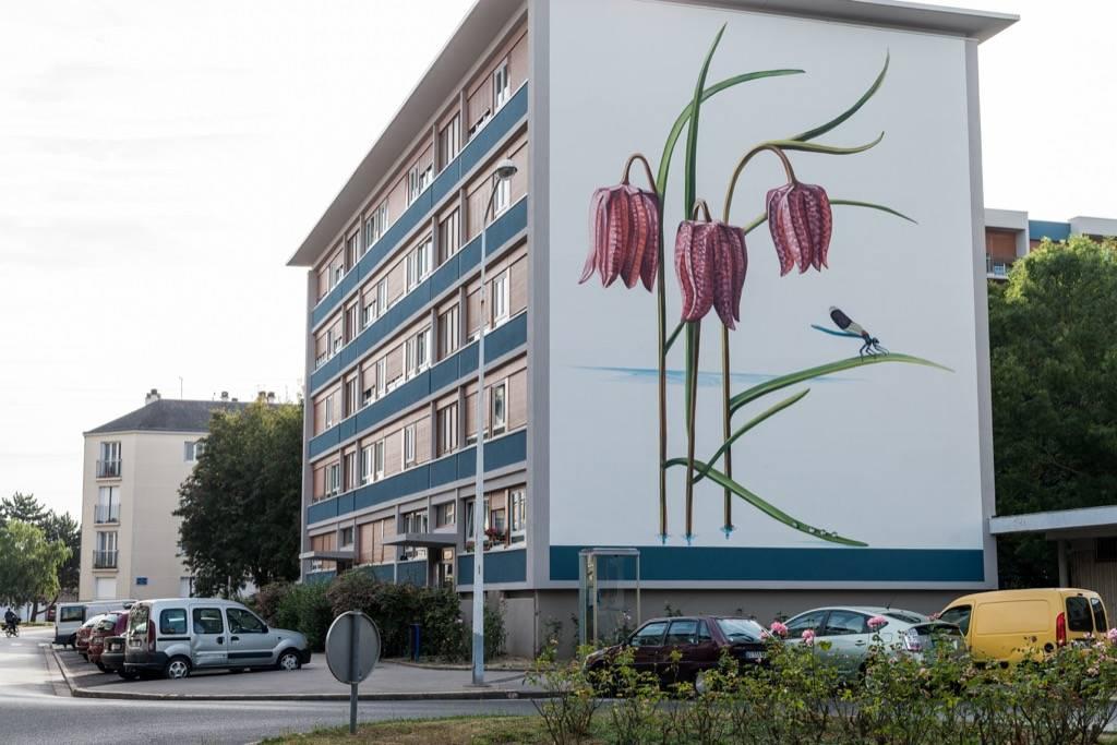 Fresque murale des bords de Loire dans le quartier Sanitas à Tours en France