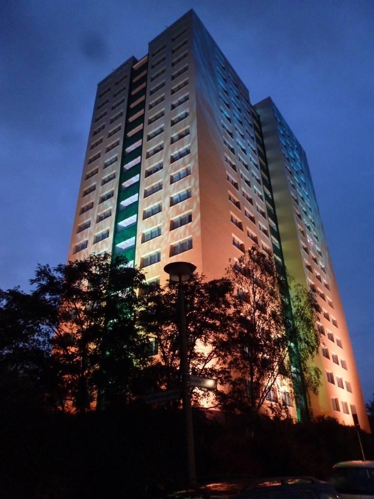Design mural monumental Sunrise Tower à Berlin en Allemagne.