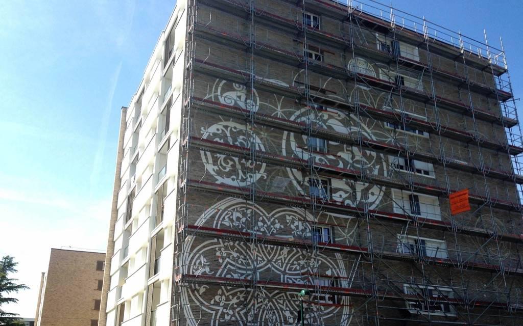 Phase de réalisation des fresques murales assurée par nos équipes