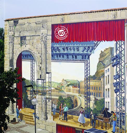 Fresque murale Scènes de Vienne - Rue Victor Hugo - Vienne - sur le mur du théâtre municipal