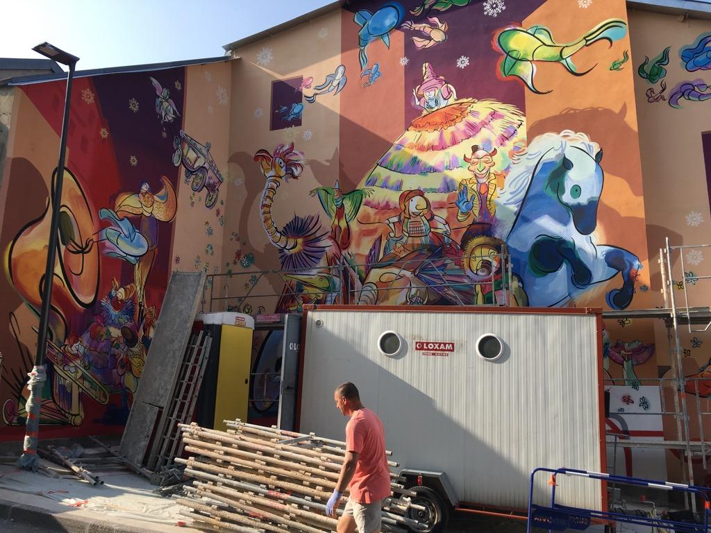 La fresque murale La Fête - Place de la Croix-Rousse - Oyonnax - France
